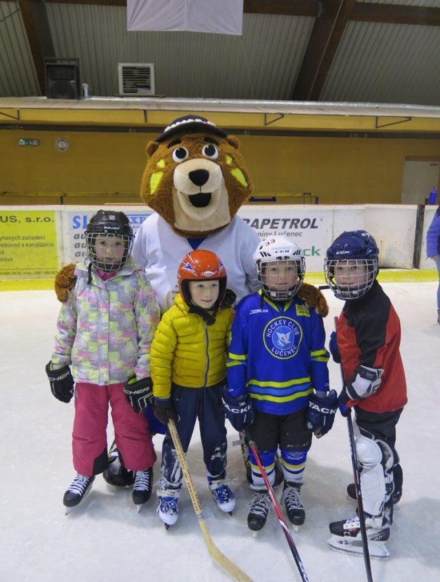"""Akcia """"Deti na hokej"""" spojená s odovzdaním ihriska"""